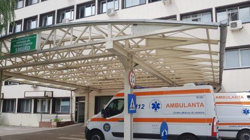 Doi soți din Arad diagnosticați cu botulism, boală rară ce poate deveni fatală, au primit ser antibotulinic din R. Moldova deoarece în România acesta lipsește. Medic, despre misiunea de transportare: o zi contracronometru