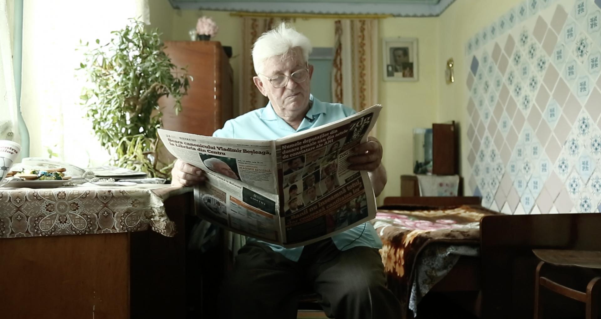 """VIDEO/ """"Împlinesc 17 ani de când citesc Ziarul de Gardă"""". De vorbă cu Ion Boțan, fost profesor de limbă și literatură română în comuna Mingir"""