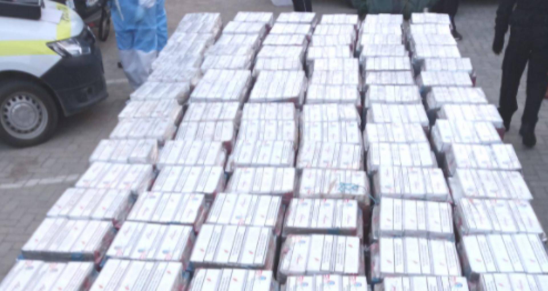 Cele șase persoane, care ar fi fost implicate în transportarea a 179 de cutii de țigări de contrabadă, arestate pentru 30 de zile