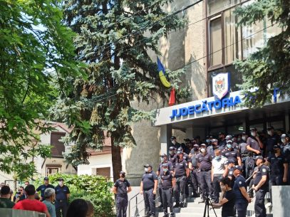 ULTIMA ORĂ! Ofițerul care l-ar fi omorât pe un tânăr din Elizaveta, eliberat din detenție noaptea trecută, reținut din nou