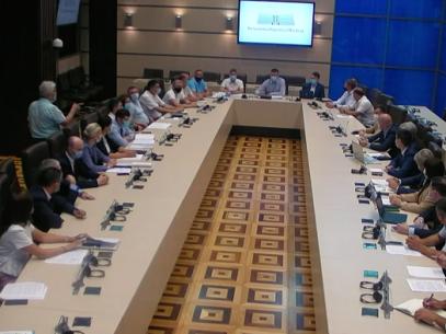 VIDEO/  Scumpirea carburanților din ultimele luni. La Parlament au loc consultări publice, anunțate de PAS, cu referire la amendamentele la Legea privind piața produselor petroliere