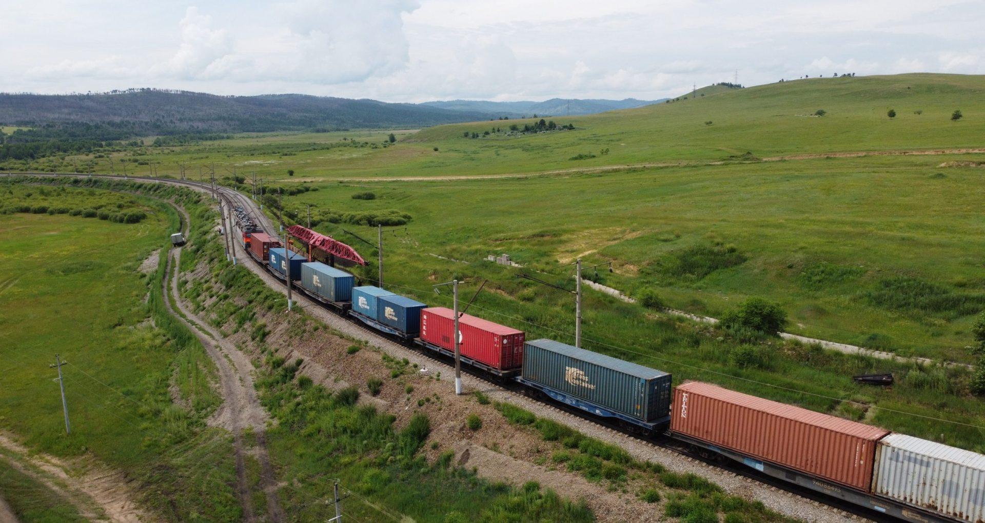 GALERIE FOTO/ Rusia anunță că traficul pe cea mai lungă linie feroviară din lume, trans-siberiană, a fost reluat