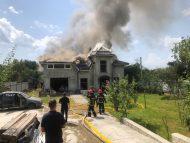 VIDEO/ Un avion sportiv de mici dimensiuni s-a prăbușit peste o casă de locuit în regiunea Ivano-Frankivsk: patru oameni au murit