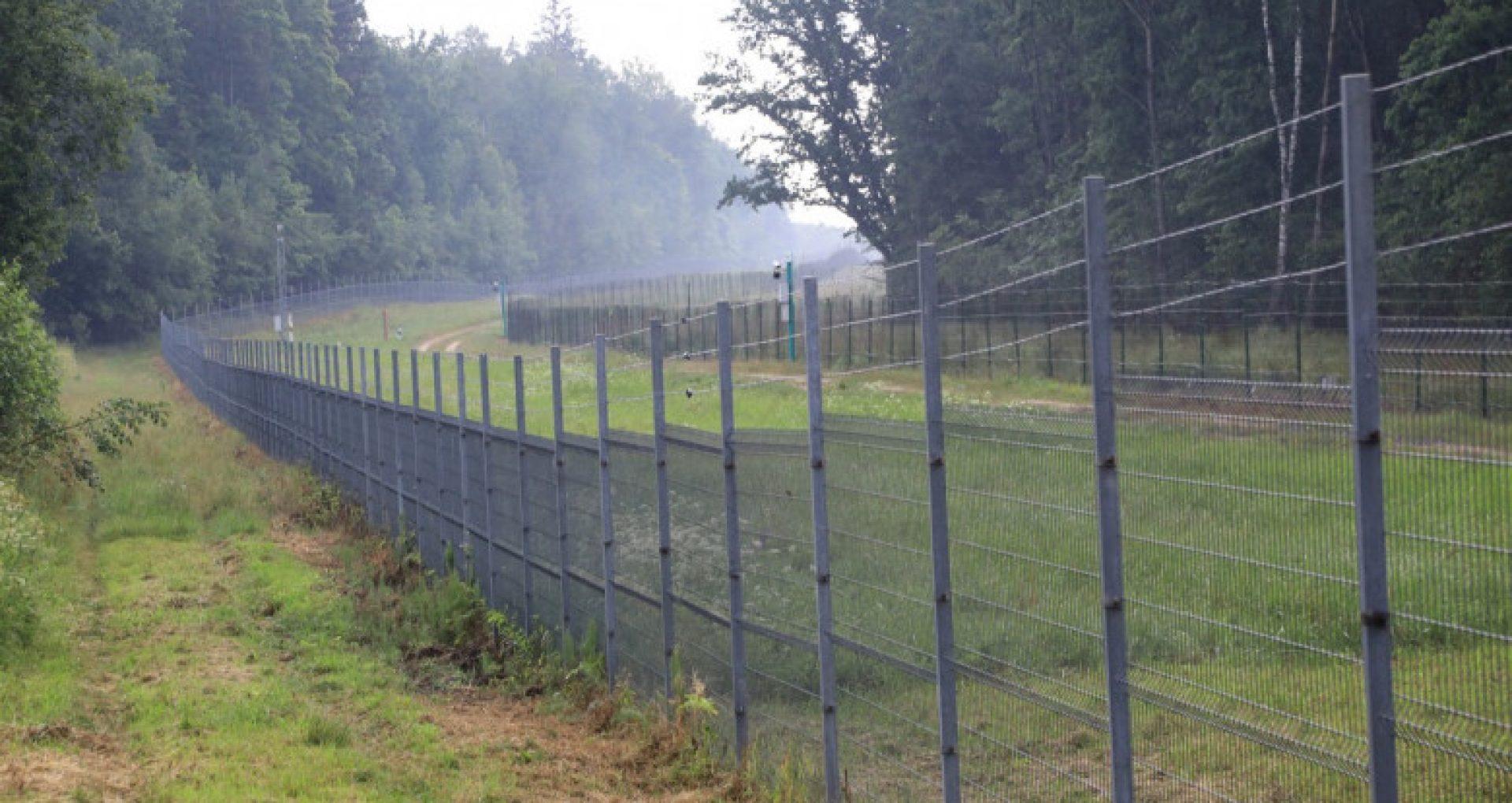 Estonia va trimite 100 km de sârmă ghimpată în Lituania pentru zidul de la granița cu Belarus