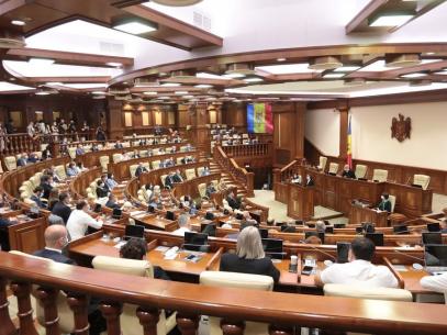 Cum sunt alese organele de conducere ale Parlamentului și cum sunt constituite fracțiunile parlamentare. Vicepreședintele PAS spune cum vor fi partajate funcțiile în Legislativ