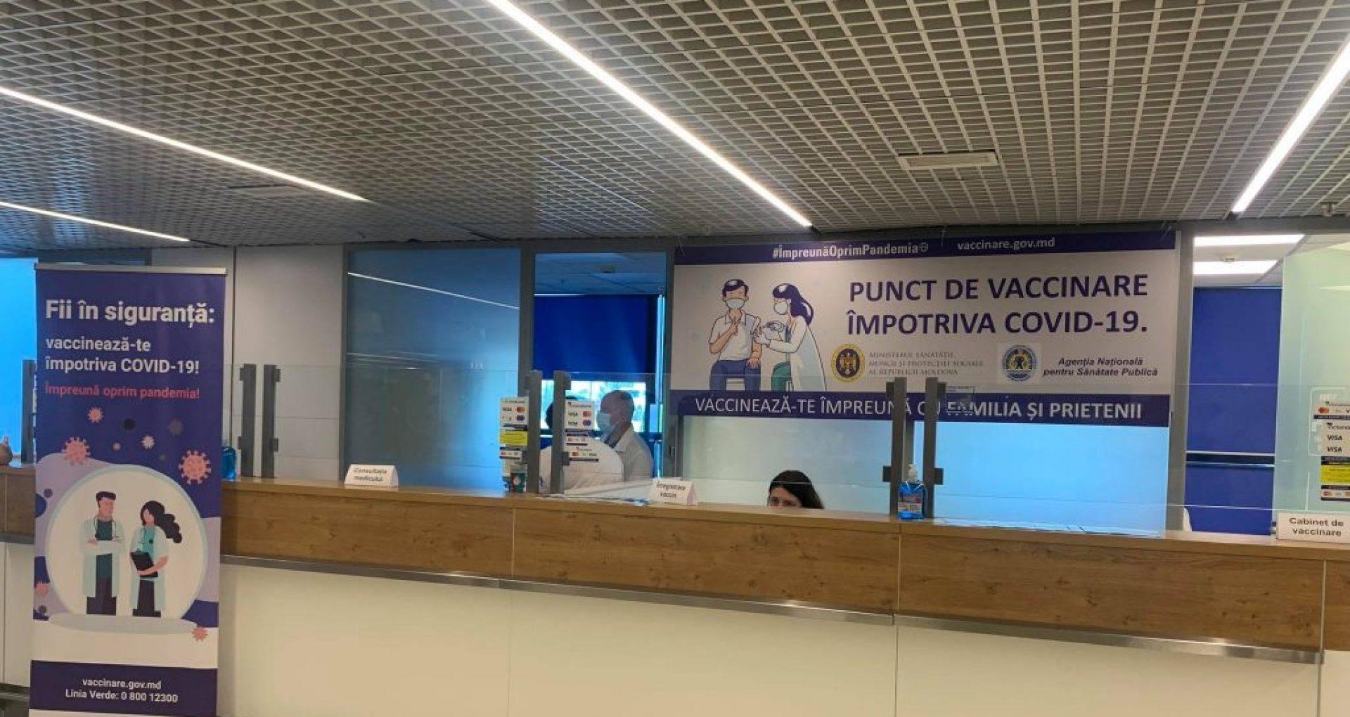 GALERIE FOTO/ Punct de vaccinare împotriva COVID-19, inaugurat pe Aeroportul Internațional Chișinău