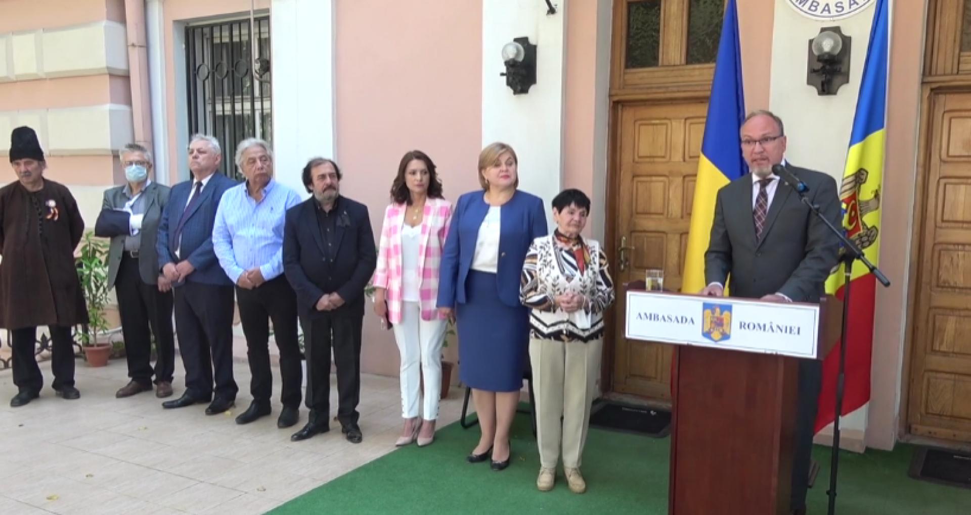 """VIDEO/ Mai multe personalități din R. Moldova au fost decorate, prin decretul președintelui României, Klaus Iohannis, cu Medalia Aniversară """"Centenarul Marii Uniri"""""""