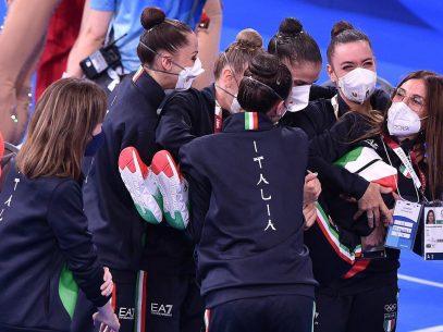 FOTO/ Jocurile Olimpice: O tânără originară din R. Moldova face parte din echipa Italiei care a obținut medalia de bronz la gimnastică ritmică