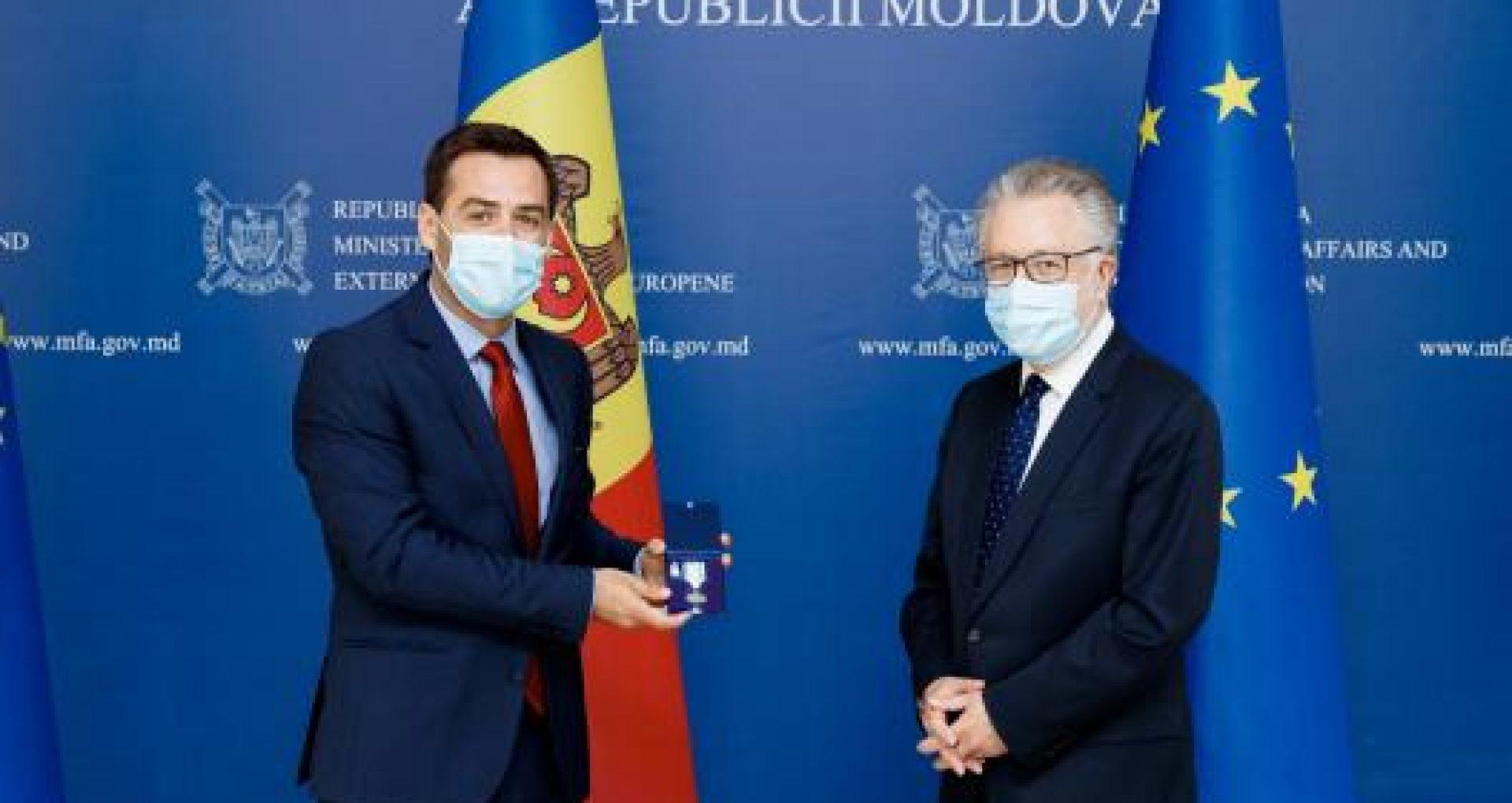 """Ambasadorul Franței în R. Moldova a fost decorat de către MAEIE cu medalia """"Meritul diplomatic"""", clasa întâi"""