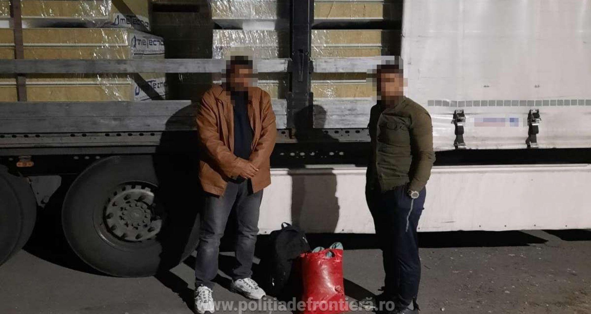 Un moldovean împreună cu un bulgar ar fi ascuns în camioanele lor opt afgani, care încercau să treacă ilegal frontiera. Cetățenii străini, depistați de polițiștii de frontieră arădeni