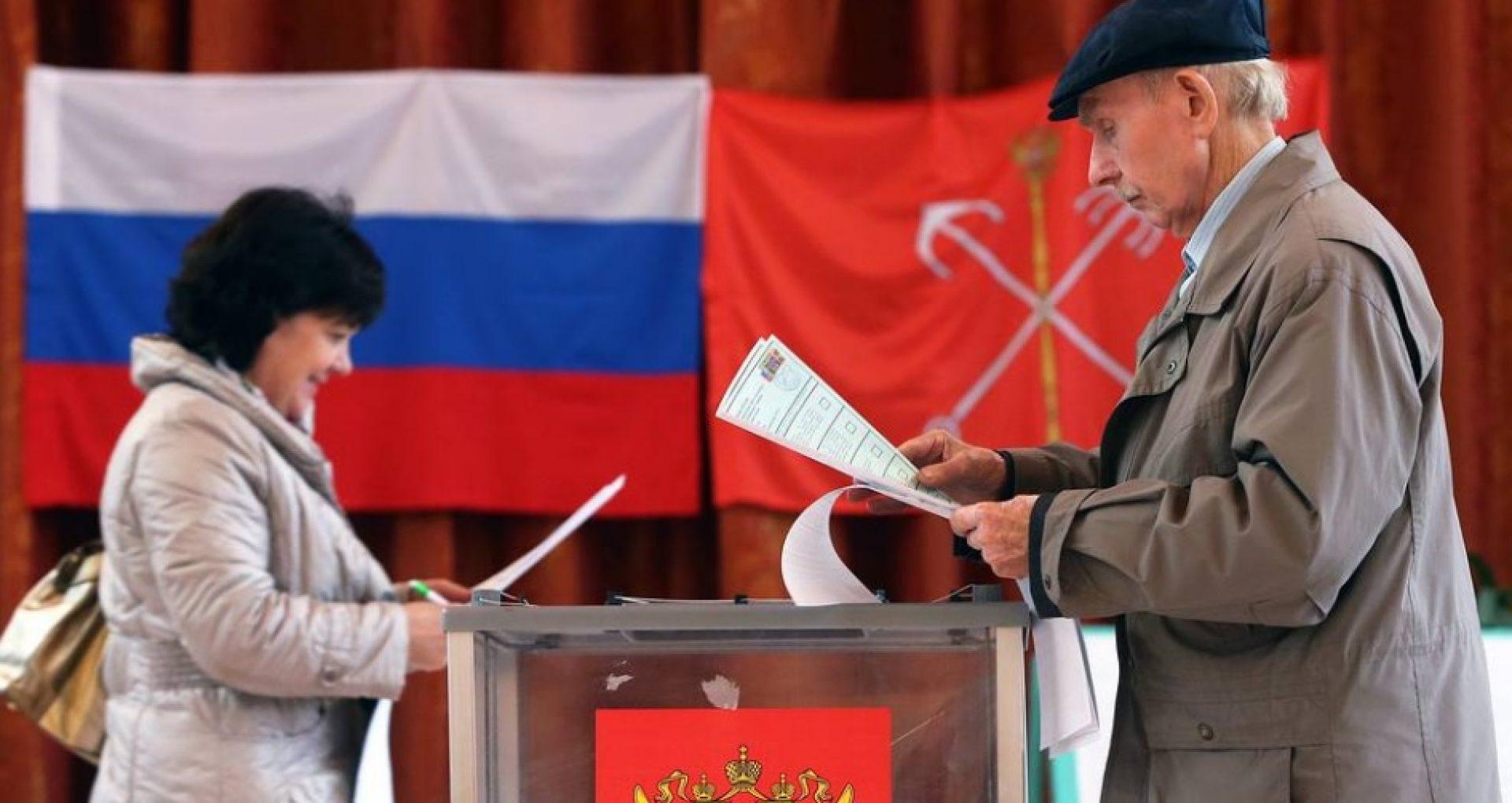 """Alegeri legislative în Rusia: Acuzații de fraudă, atacuri informatice """"din străinătate"""" și interdicție de vot pentru reprezentanţi ai opoziţiei"""