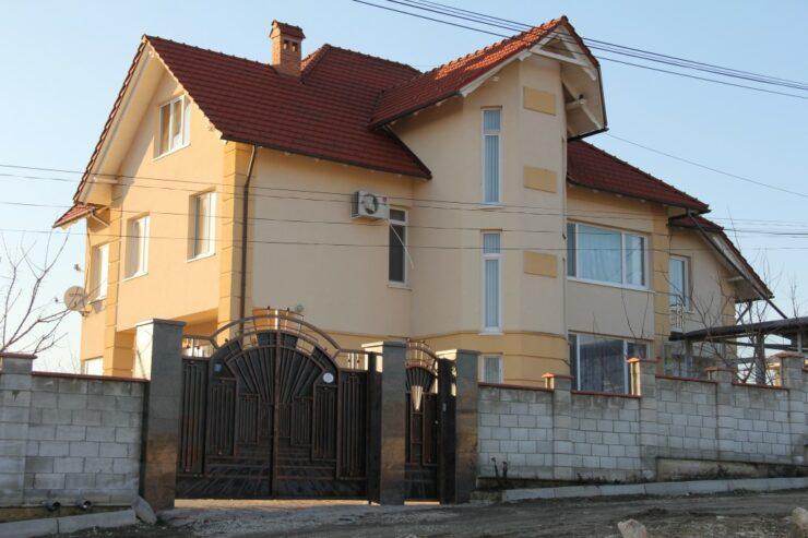 Această imagine are atributul alt gol; numele fișierului este Casa-familiei-Popov.jpeg