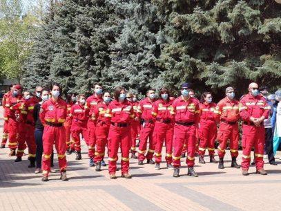"""""""Fiindcă sângele apă nu se face"""". O echipă de medici moldoveni pleacă în România pentru a oferi sprijin în lupta cu COVID-19"""