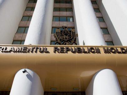 Deputații bănuiți de corupție, îmbogățire ilicită sau spălare de bani ar putea rămâne fără imunitate, fără încuviințarea Parlamentului. CC a avizat pozitiv proiectul privind modificarea articolului 70 din Constituție